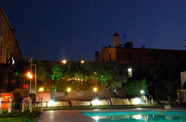 piscina-noche-turo